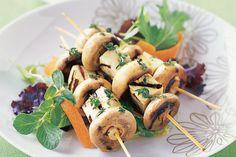 Recipe Grilled mushroom and haloumi skewers Skewer Recipes, Veggie Recipes, Lunch Recipes, Wine Recipes, Appetizer Recipes, Camping Recipes, Appetizers, Atkins Recipes, Low Carb Recipes