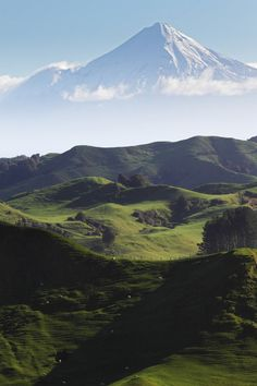 West East South North Mount Taranaki New Zealand New Zealand Mountains, Marlborough Sounds, Belle France, New Zealand Landscape, Destinations, Sustainable Tourism, Paradise On Earth, Mountain Paintings, New Zealand Travel