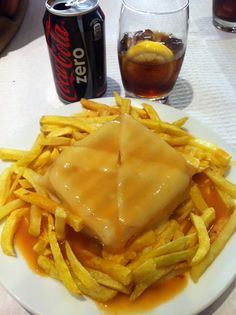 portuguese queen sandwiches (francesinha) Because Im Portuguese Wine Recipes, Great Recipes, Cooking Recipes, Favorite Recipes, Portuguese Recipes, Portuguese Food, Food Porn, I Love Food, Food And Drink