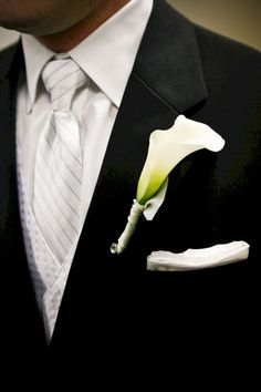 55 Elegant Calla Lilly Boutonniere for Perfect Wedding - VIs-Wed Boutonnieres, Calla Lily Boutonniere, White Boutonniere, Calla Lily Bouquet, Groomsmen Boutonniere, Lilly Bouquet Wedding, Calla Lillies Wedding, White Wedding Bouquets, Corsage Wedding