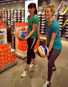 Fitness-Fashion-Shooting bei SportScheck. Mit den Must-haves kommt ihr gut in den Sommer! :-) #fitness #fashion #shooting #sport #sportoutfit #outfit #volleyball #sportcheck #musthave #magmag #alleecentermagdeburg #magdeburg