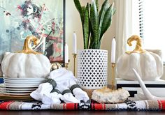 Fall Home Tip: Repurpose a blanket as a runner! Autumn Decorating, Decorating Tips, Fall Home Decor, Autumn Home, Chic Halloween, Diy Fall Wreath, Home Hacks, Diy Craft Projects, House Tours