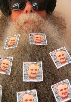 BEARD GALLERY - Opere di Enzo Correnti installate sulla mia barba (Galleria Pensile)