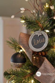 DIY-I love the silver frames with the chalkboard writing and the gold dipped black Christmas bulbs! I think I'm going to add black into my Christmas decorating this year.