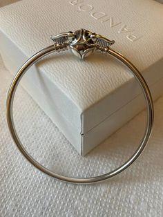 Harry Potter Charm Bracelet, Pandora Harry Potter, Harry Potter Charms, Harry Potter Jewelry, Silver Bangles, Sterling Silver Bracelets, Bangle Bracelets, Pandora Bangle, Pandora Jewelry