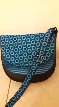 Sac Musette noire et bleue à pois cousu par Anne S. - Patron sac Sacôtin