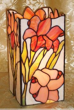 Lámpara prisma 102 Stained Glass Lamp Shades, Modern Stained Glass, Stained Glass Quilt, Stained Glass Light, Stained Glass Panels, Stained Glass Projects, Stained Glass Patterns, Vitromosaico Ideas, Glass Painting Designs