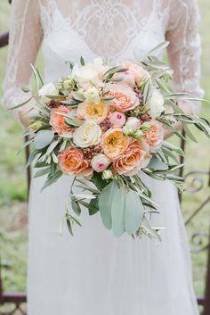 Hochzeitsinspiration: Olive trifft Glamour @Laboda Wedding Photoraphy http://www.hochzeitswahn.de/inspirationsideen/hochzeitsinspiration-olive-trifft-glamour/ #wedding #mariage #flowers
