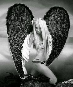 Dark angel. Fantasy Kunst, Dark Fantasy Art, Fantasy Women, Dark Gothic, Gothic Art, Angel Y Diablo, Angel Artwork, Arte Obscura, Angel Drawing