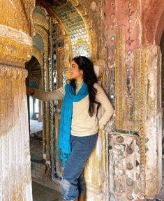 Young Indian actress Janhvi Kapoor in Rajasthan heritage haveli, in jeans, sweater and scarf. #actress #janhvikapoor #rajasthan #haveli #incredibleindia #jeans #scarf @ @femina on twitter via @sunjayjk New Mumbai, Vidya Balan, Pose For The Camera, Disha Patani, Sushant Singh, Bollywood Celebrities, Bollywood Actress, Incredible India, Indian Actresses
