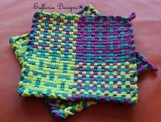 Potholder Loom, Potholder Patterns, Weaving Projects, Crochet Projects, Wiggly Crochet, Quilt Blocks Easy, Crochet Chicken, Fall Sewing, Decor Scandinavian