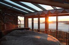 Kotkanpesä, Iso-Syöte (Rosebank Golden Sunrise on an island mountain in the sea of clouds)