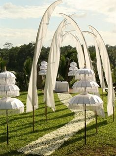 Balinese accents create a gorgeous and unique wedding aisle.