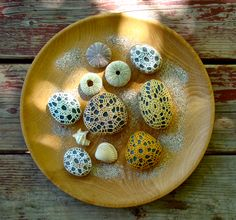 Crochet Covered Stones tutorial at Purl Bee by Margaret Oomen http://www.purlbee.com/little-urchin-crochet-covered/