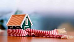 While you may not want to tackle a big home maintenance project like replacing windows or adding insulation, you can utilize some easy, low-cost ways to keep your house warm this winter. Energy Saving Tips, Save Energy, Assurance Habitation, Home Heating Systems, Hvac Installation, Home Safety, Safety Tips, Selling Your House, Winter House
