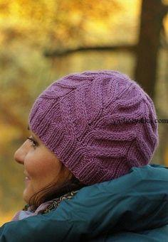 Шапочка рельефным узором. Зимняя женская шапочка спицами