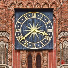 https://flic.kr/p/fw7ypV | Clock of the Old Town Hall, Torun PL | The magnificent four-sided clock tower that dominates the Old Town Hall was completed in the mid 13th century, a hundred and fifty years before the town hall itself.