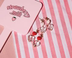 Plans For Date Earrings - I know you wanna kiss me. Thank you for visiting CHUU.