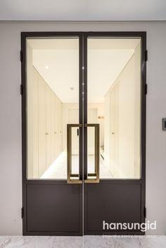 프렌치 모던 인테리어 반포자이 90평 - 한성아이디 본점 논현점 분당정자점 송파점 보노야 : 네이버 블로그 Home Door Design, Door Design Interior, Luxury Interior Design, Steel Frame Doors, Classic Doors, Corporate Office Design, Exterior Front Doors, Glass Partition, Art Deco