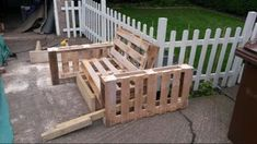 DIY Pallet Sofa : 4 Steps (with Pictures) - Instructables Diy Pallet Couch, Pallet Daybed, Pallet House, Diy Sofa, Pallet Headboards, Pallet Benches, Pallet Tables, Pallet Bar, 1001 Pallets