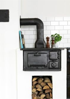 Scandinavian cast iron wood burning kitchen stove with stacked wood Swedish Kitchen, Swedish Cottage, Kitchen Country, Antique Stove, Cooking Stove, Kitchen Stove, Home Fireplace, Wood Burner, Scandinavian Home