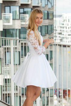 Konfirmationskjoler 2017 | Eksklusive kjoler til konfirmander - NL Handel White Christmas Outfit, Grad Dresses, Wedding Dresses, Confirmation Dresses, Little White Dresses, New Outfits, Blond, Dresser, Gowns