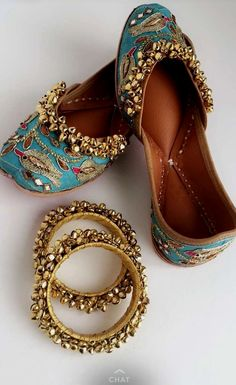 footwear (jutti) n bangles Punjabi Fashion, Indian Fashion, Womens Fashion, Punjabi Culture, Indian Shoes, Indian Accessories, Desi Wear, Mode Vintage, Shoe Collection