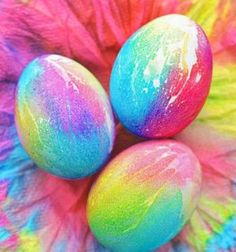 Skip the basic dye kits this year and check out these creative DIY Easter egg decorating ideas for kids and adults! From Easter egg painting to easy shaving cream Easter eggs, there are plenty of Easter egg decoration ideas to choose from. Shaving Cream Easter Eggs, Tie Dyed Easter Eggs, Sandwich Bar, Diy Osterschmuck, Homemade Paint, Easter Egg Designs, Diy Ostern, Easter Bunny Decorations, Easter Crafts For Kids