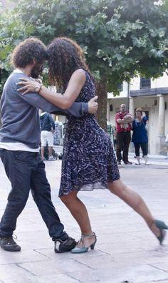 «La danza del abrazo» conquista la ciudad de Oviedo
