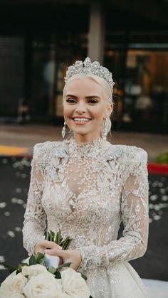 Bridal Tiara, Bridal Crown, Bridal Earrings, Wedding Looks, Perfect Wedding, Wedding Hair, Lace Wedding, Charro Quinceanera Dresses, Dressing