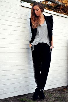 TO ROCK SOON: Decorated pants, Lindex. Blazer, Nelly/Minimum. T-shirt, Zara. Shoes, Deichmann (image: lisaplace)