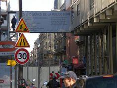 On+Champs+Élysées+à+Paris+:+Il+fait+beau.+Quittant+mon+précieux+kiné+je+prends+le+temps+de+rejoindre+la+place+d'Italie+à+pied+avant+de+remonter+jusqu'à+celle+de+l'Étoile+par+la+ligne+6+puis+descendre+à+l'extérieur+et+tranquillement+les+Champs+Élysées.  Me+souvenir+pour+plus+tard+:+au+Trumilou+avoir+croisé+Valérie+Zenatti+mais+sans+pouvoir+trop+lui+parler,+et+assisté+...