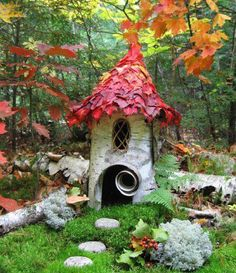 Im OBSESSED with Fairy Doors. I really have gone fairy doors crazy. And rightly so. Magic Garden, Dream Garden, Garden Art, Garden Design, Magic Fairy, Fairy Garden Houses, Gnome Garden, Fairy Gardens, Miniature Gardens