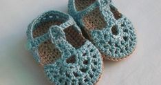 Crochet Baby Sandals, Crochet Baby Booties, Crochet Shoes, Love Crochet, Crochet For Kids, Baby Slippers, Knitted Slippers, Knitting For Kids, Baby Knitting