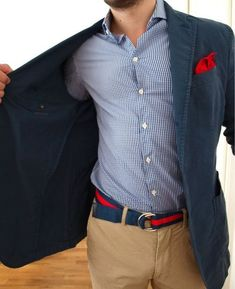 Really stylefull outfit for summer. Excellent coordination with the belt and the pocket square. What also make this outfit great for the summer are the khaki coloured trousers.