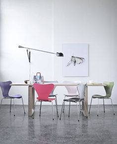 Essay table by Cecilie Manz and Series 7 chairs by Arne Jacobsen from Fritz Hansen |  Heidi Lerkenfeldt