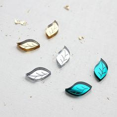 Engraved Leaf Stud Earrings in Silver, Gold or Turquoise. Little engraved leaf stud earrings, available in silver, gold or turquoise mirror. Forest Festival, Acrylic Shapes, Laser Cut Jewelry, Surgical Steel Earrings, Black Gift Boxes, Earring Cards, Foil Stamping, Leaf Shapes, Laser Cutting