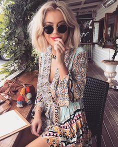 "6,556 curtidas, 39 comentários - Laura Jade Stone (@laurajadestone) no Instagram: ""Feeling colourful today ✨ wearing @theiconicau"""