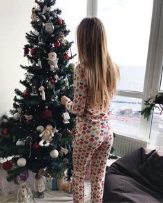 Oh christmas tree winter ❄ ️winter ❄ navidad fotos, navidad t Christmas Mood, All Things Christmas, Xmas Holidays, Christmas Hairstyles, Babies First Year, Christmas Aesthetic, Christen, Christmas Pictures, Merry And Bright