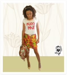 Look para Desfilar neste Sábado: Saia Peplum Estampa de Frutas (super tendência) + T-shirt Kiss Me!