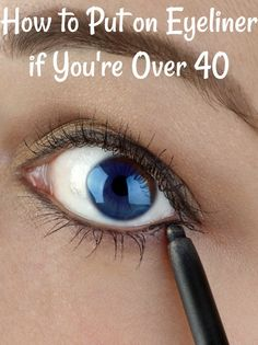 How to put eyeliner on wrinkled eyelids? Check out my simple tip that works for me. tips for over 40 How to Put on Eyeliner - Wrinkled Eyelids makeup augen hochzeit ideas tips makeup Eyebrow Makeup Tips, Eye Makeup Steps, Beauty Makeup Tips, No Eyeliner Makeup, Skin Makeup, Eyeliner Hacks, Tips For Eyeliner, Eye Liner Tips, Doll Eye Makeup