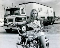 1979 EVEL KNIEVEL XR-750 HARLEY DAVIDSON MOTORCYCLE SEXY GIRL & SEMI TRUCK PHOTO