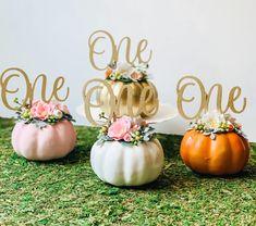 Otoño Baby Shower, Baby Shower Princess, Floral Baby Shower, Baby Shower Gifts, Little Pumpkin Party, Baby In Pumpkin, Pumpkin Pumpkin, Pumpkin Patch Birthday, Pumpkin First Birthday