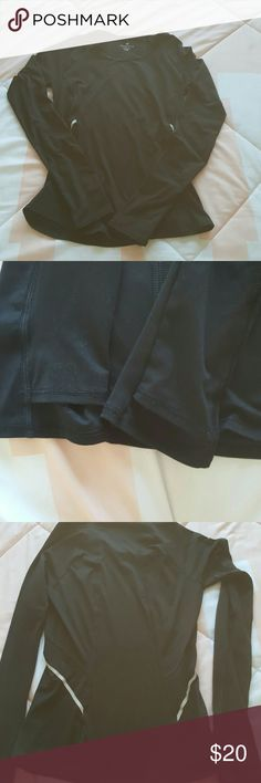 Athleta long sleeve shirt ⭐In excellent used condition  ⭐color is black ⭐slight wash wear  ⭐not faded just due to the lighting true color shows in pics 2 and 4 ⭐no rips tears holes stains ⭐has thumb holes  ⭐Size xs ⭐no trades  ⭐Cat friendly home  ⭐ships same day Athleta Tops Tees - Long Sleeve