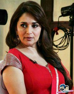 Madhuri dixit Bollywood Images, Bollywood Actress Hot Photos, Indian Bollywood Actress, Bollywood Fashion, Indian Actresses, Bollywood Saree, Beauty Full Girl, Beauty Women, Madhuri Dixit Hot