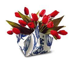 Cardboard vase in Delfts blue