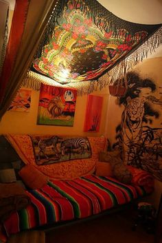 Friendly checked meditation room decor Going Here Hippie Bedroom Decor, Hippy Bedroom, Boho Room, Gypsy Room, Hippie Bedding, Hippie House Decor, Chill Room, Indie Room, Room Ideas Bedroom