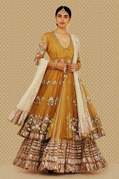 The latest collection of Bridal Lehenga designs online on Happyshappy! Find over 2000 Indian bridal lehengas and save your favourite once. Shadi Dresses, Pakistani Wedding Dresses, Indian Wedding Outfits, Pakistani Outfits, Indian Outfits, Lehenga Wedding, Bridal Outfits, Indian Dresses, Designer Bridal Lehenga