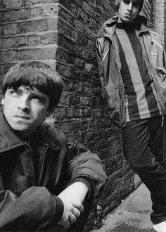 Noel Gallagher Young, Gene Gallagher, Lennon Gallagher, Liam Gallagher Oasis, Banda Oasis, Liam And Noel, Oasis Band, Britpop, Nikki Sixx