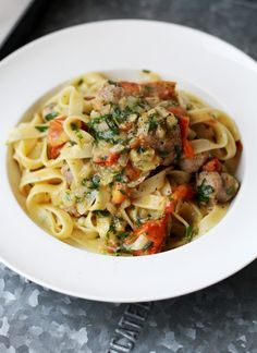 Tagliatelle met salsiccia en gekarameliseerde tomaten